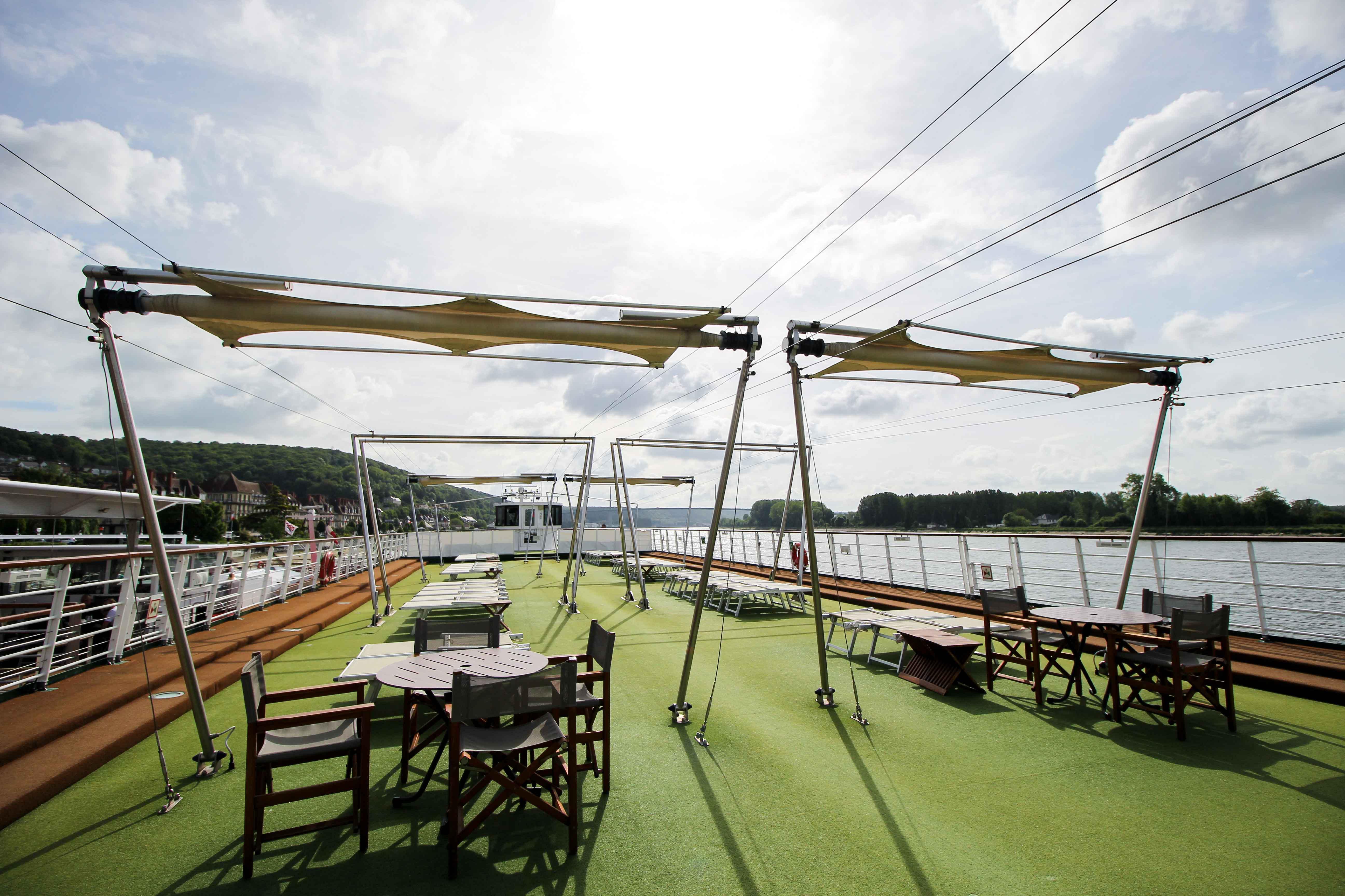 AROSA VIVA Seine Flusskreuzfahrt Kreuzfahrtschiff Deck Sonnendeck
