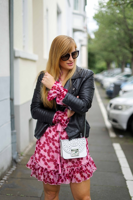Pinker Jumpsuit kombinieren pink rosa Neonfarbe Trend 2019 Streetstyle Modeblog Bonn 3
