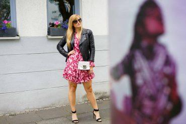 Pinker Jumpsuit kombinieren pink rosa Neonfarbe Trend 2019 Streetstyle Modeblog Bonn