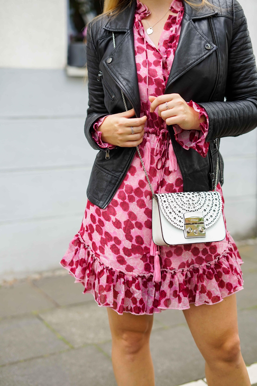 Pinker Jumpsuit kombinieren pink rosa Neonfarbe Trend 2019 Streetstyle Modeblog Bonn 6