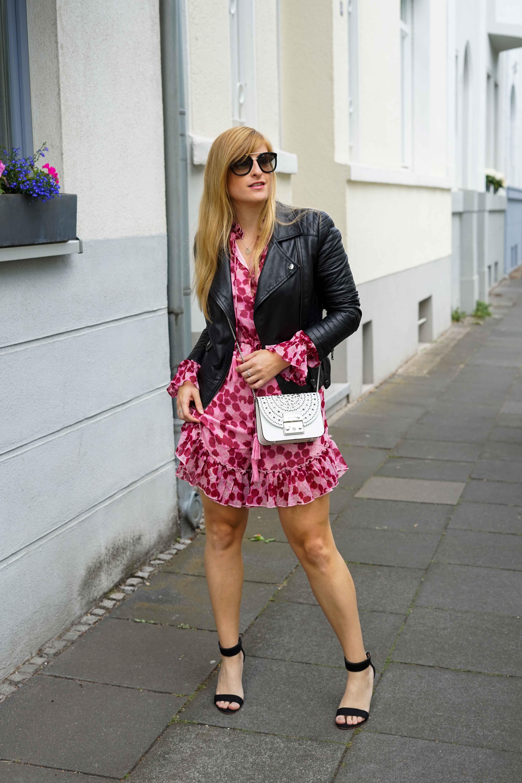 Pinker Jumpsuit kombinieren pink rosa Neonfarbe Trend 2019 Streetstyle Modeblog Bonn 8