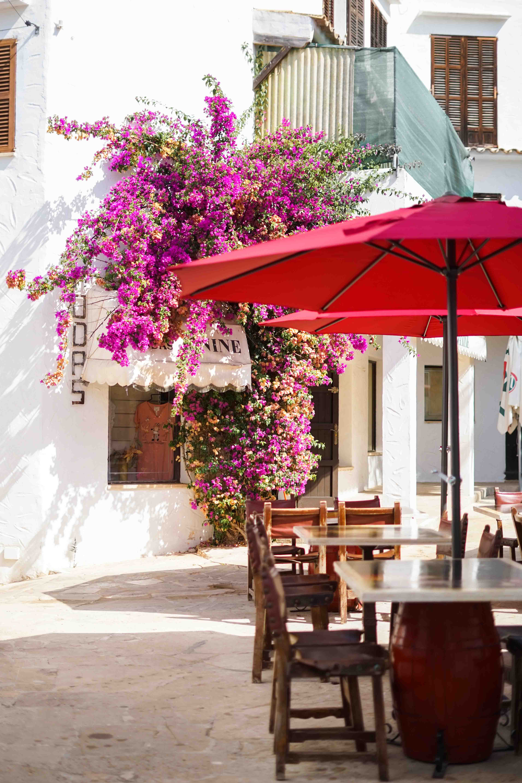 Top 10 Mallorca Instagram Spots Cala D'Or Santorin Blumenlocation Gasse schönste Fotolocations Sehenswürdigkeiten Mallorca 5