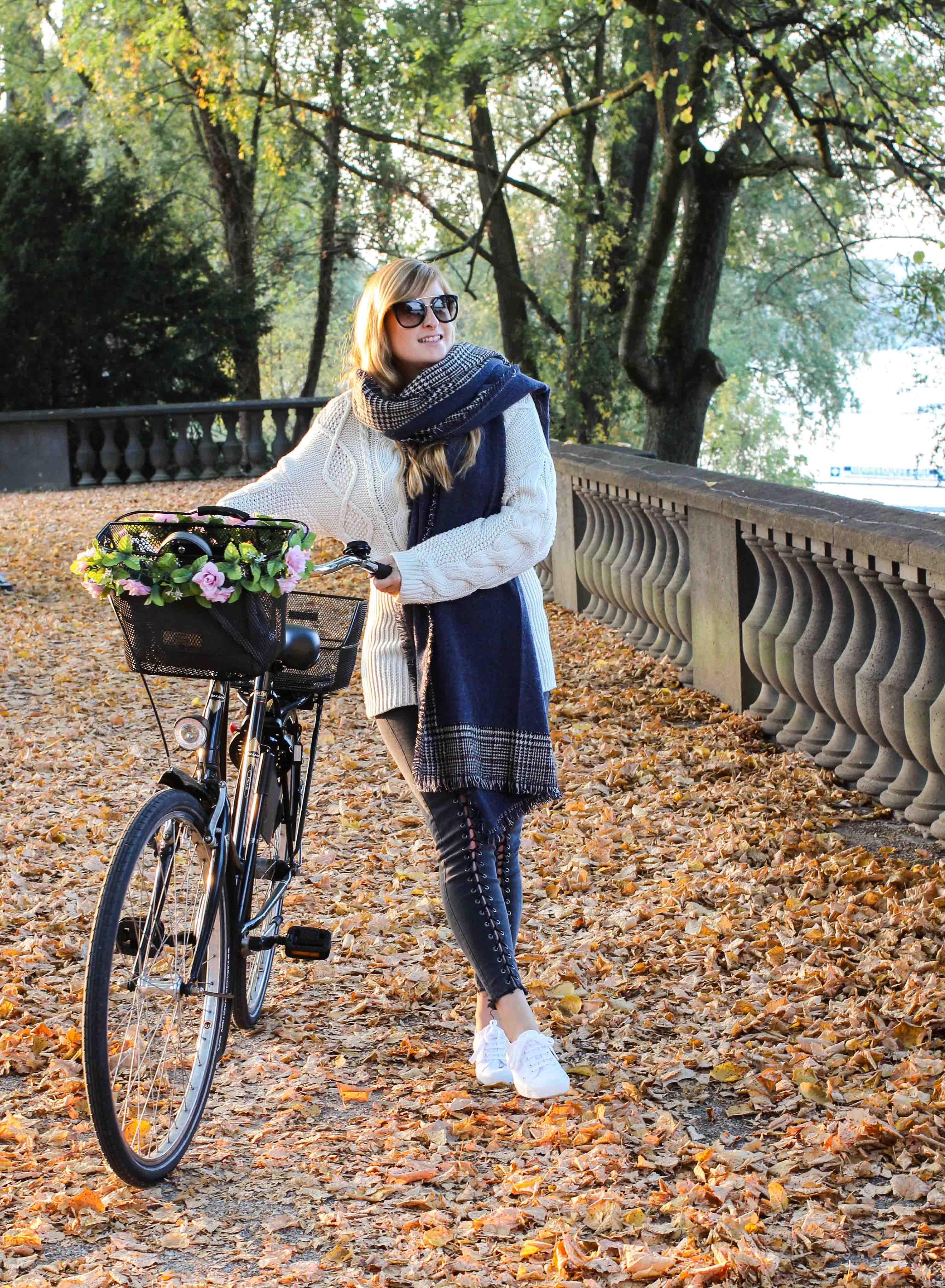 schönste Outfitfotos Herbst Foto Herbstbilder Karo Schal Herbst Must Have Trends 2019 Herbstoutfit 7