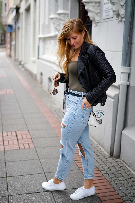 Herbstmode 2019 Herbstoutfit Lederjacke Ripped Jeans Modeblog Bonn 1