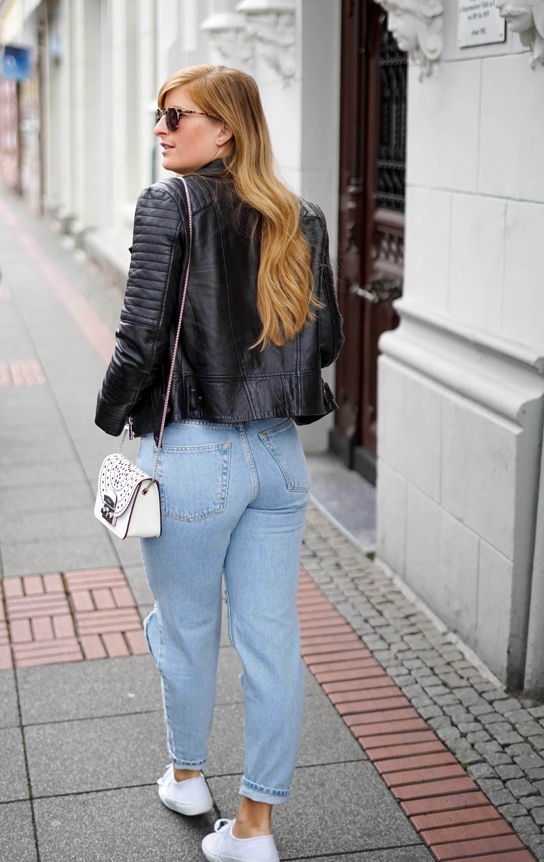 Herbstmode 2019 Herbstoutfit Lederjacke Ripped Jeans Modeblog Bonn 5 Mom Jeans