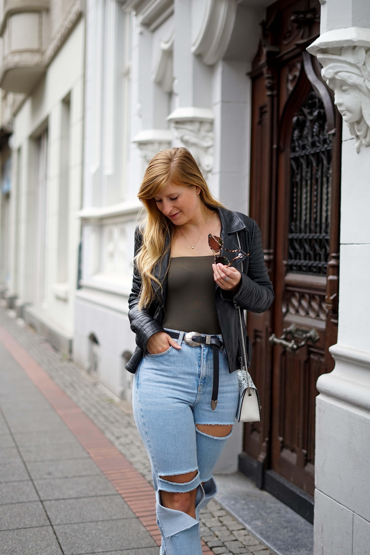 Herbstmode 2019 Herbstoutfit Lederjacke Ripped Jeans Modeblog Bonn 7