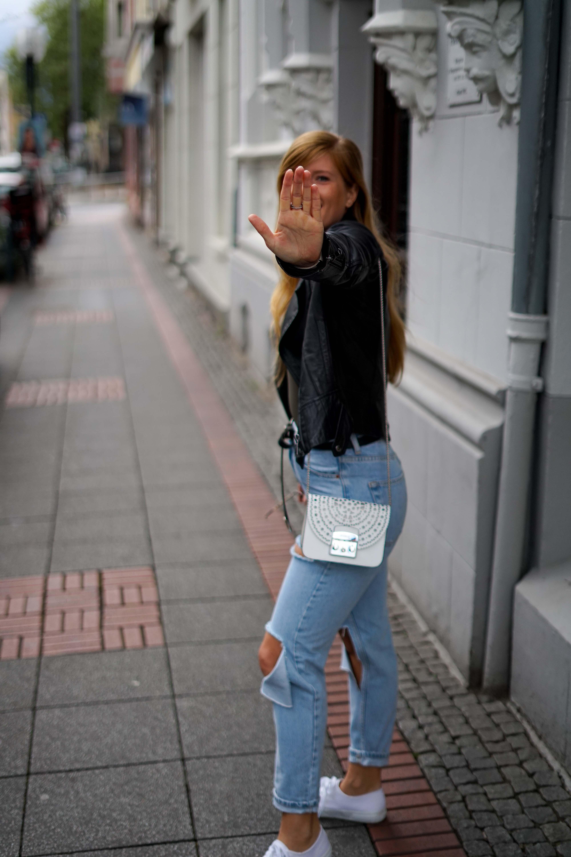 Herbstmode 2019 Herbstoutfit Lederjacke Ripped Jeans Modeblog Bonn 8