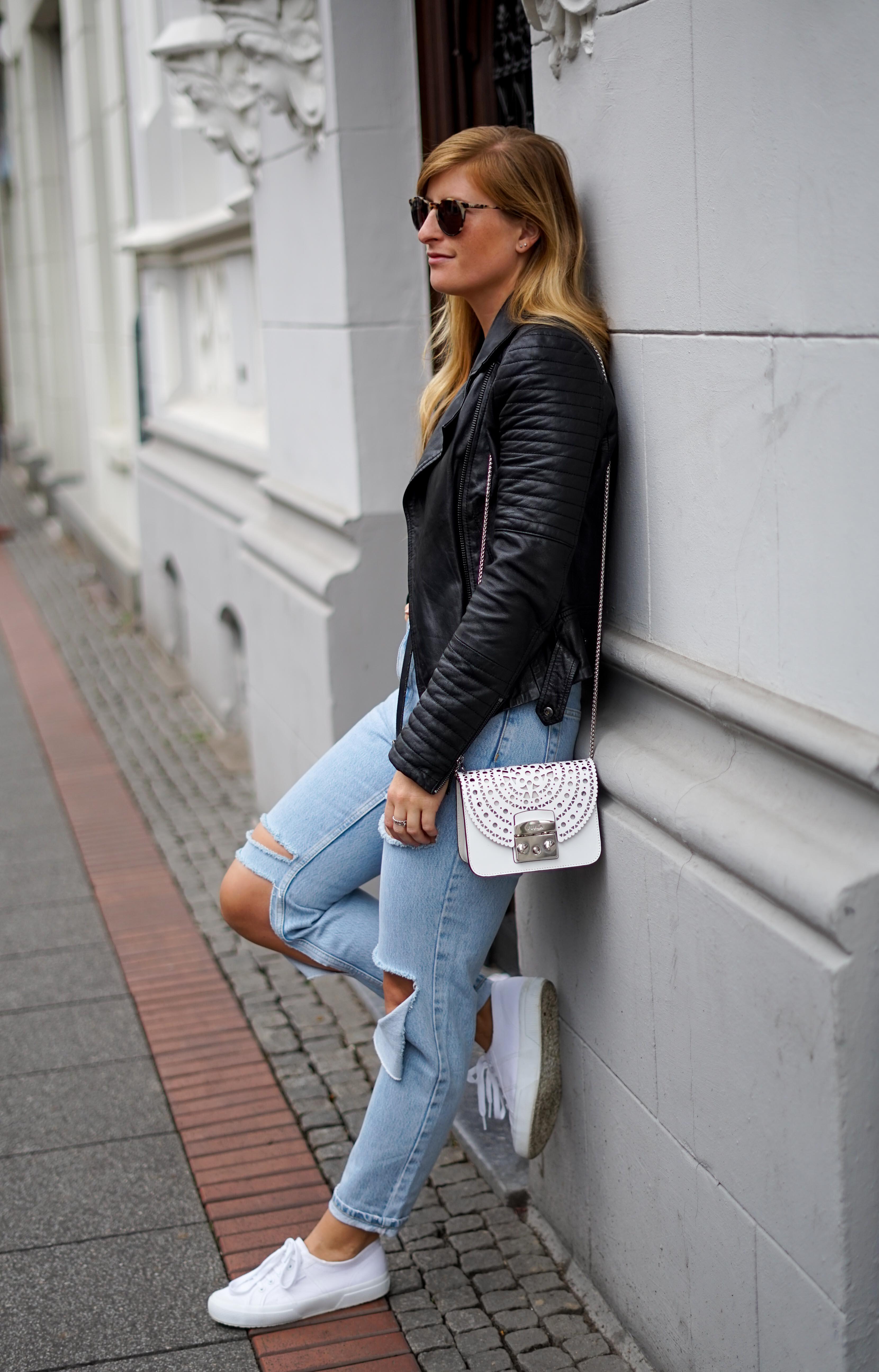 Herbstmode 2019 Herbstoutfit Lederjacke Ripped Jeans Modeblog Bonn 92
