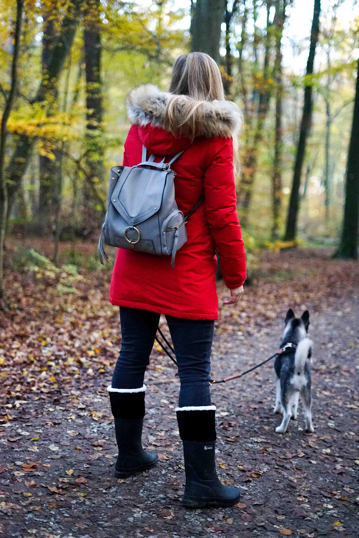 Winterstiefel Trend 2019 Wintertrends Winter Outfit Gummistiefel gefüttert wandern Hund Pomsky Kottenforst Bonn Blog 3