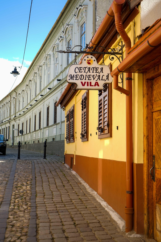 Top 10 Tipps Hermannstadt Sibiu Rumänien Reiseblog Innenstadt Sehenswürdigkeiten Straßen Insider Tipps Brinisfashionbook