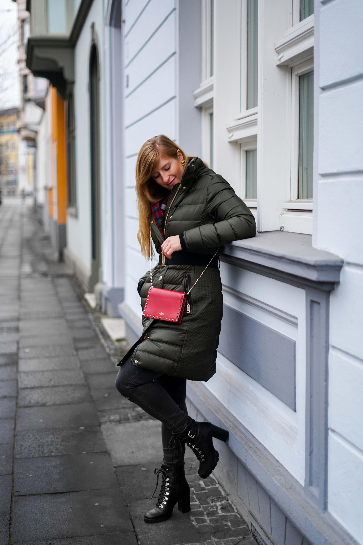 Burberry Winterjacke Grün Modeblog Winter Outfit Bonn Stiefeletten kombinieren 1