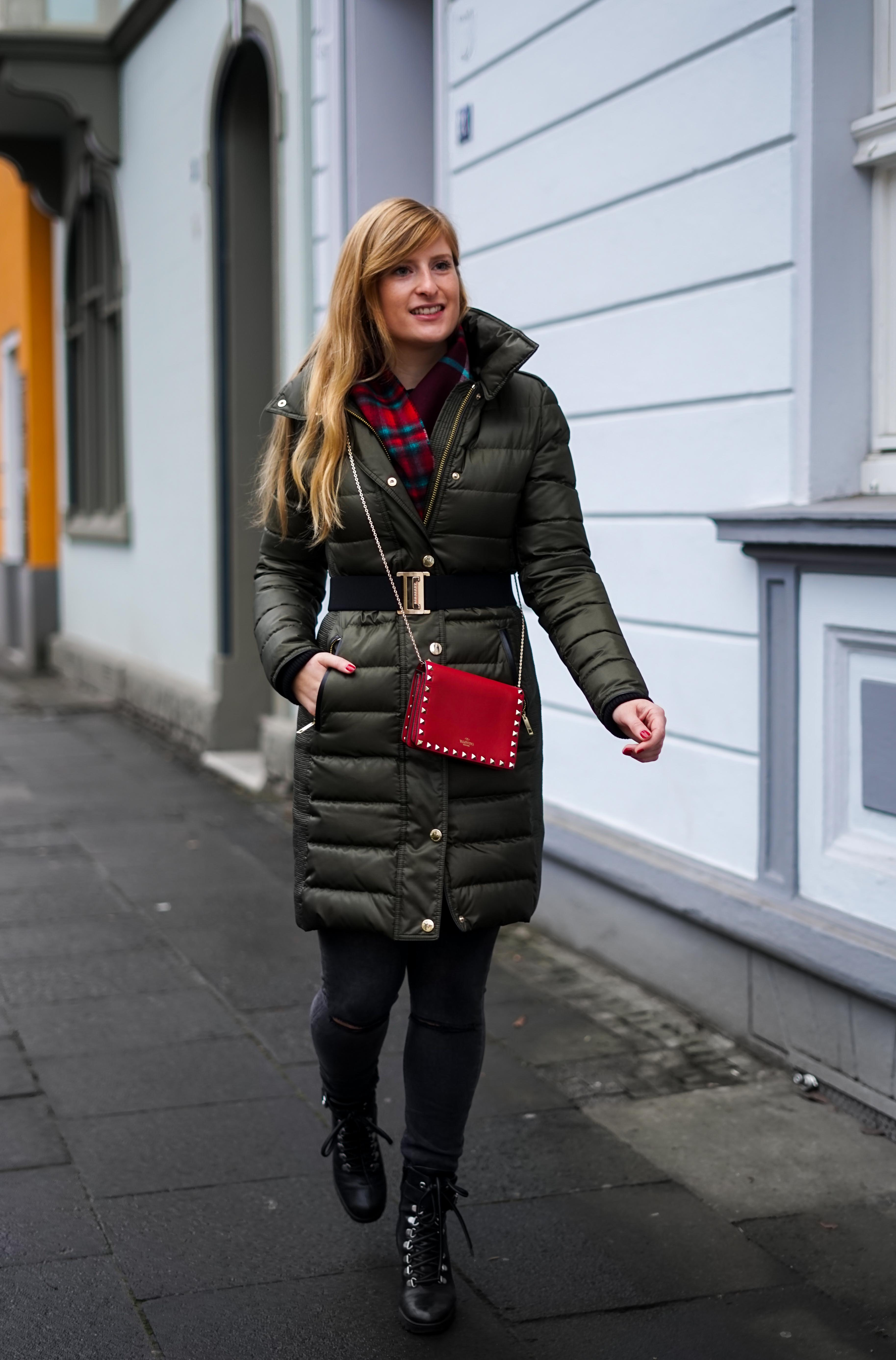 Burberry Winterjacke Grün Modeblog Winter Outfit Bonn Stiefeletten kombinieren 3