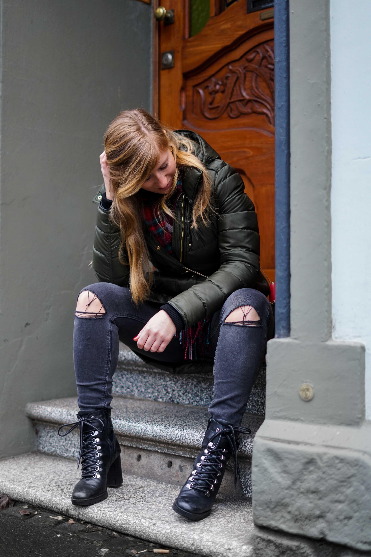 Burberry Winterjacke Grün Modeblog Winter Outfit Bonn Stiefeletten kombinieren 4