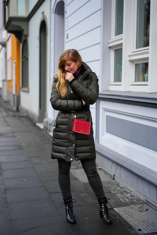 Burberry Winterjacke Grün Modeblog Winter Outfit Bonn Stiefeletten kombinieren 9