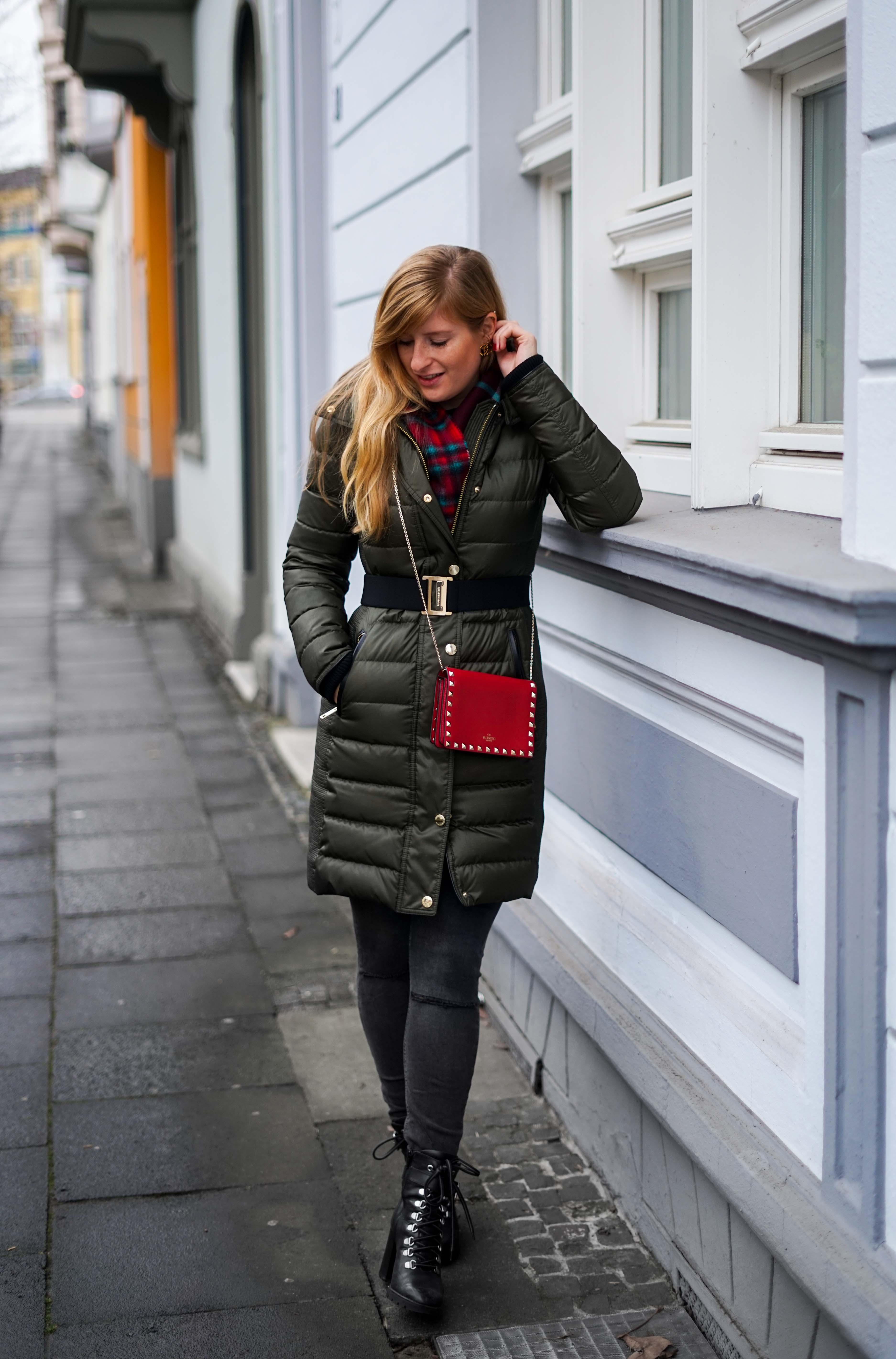 Burberry Winterjacke Grün Modeblog Winter Outfit Bonn Stiefeletten kombinieren 91