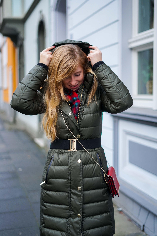 Burberry Winterjacke kombinieren Grün Modeblog Winter Outfit Bonn 2