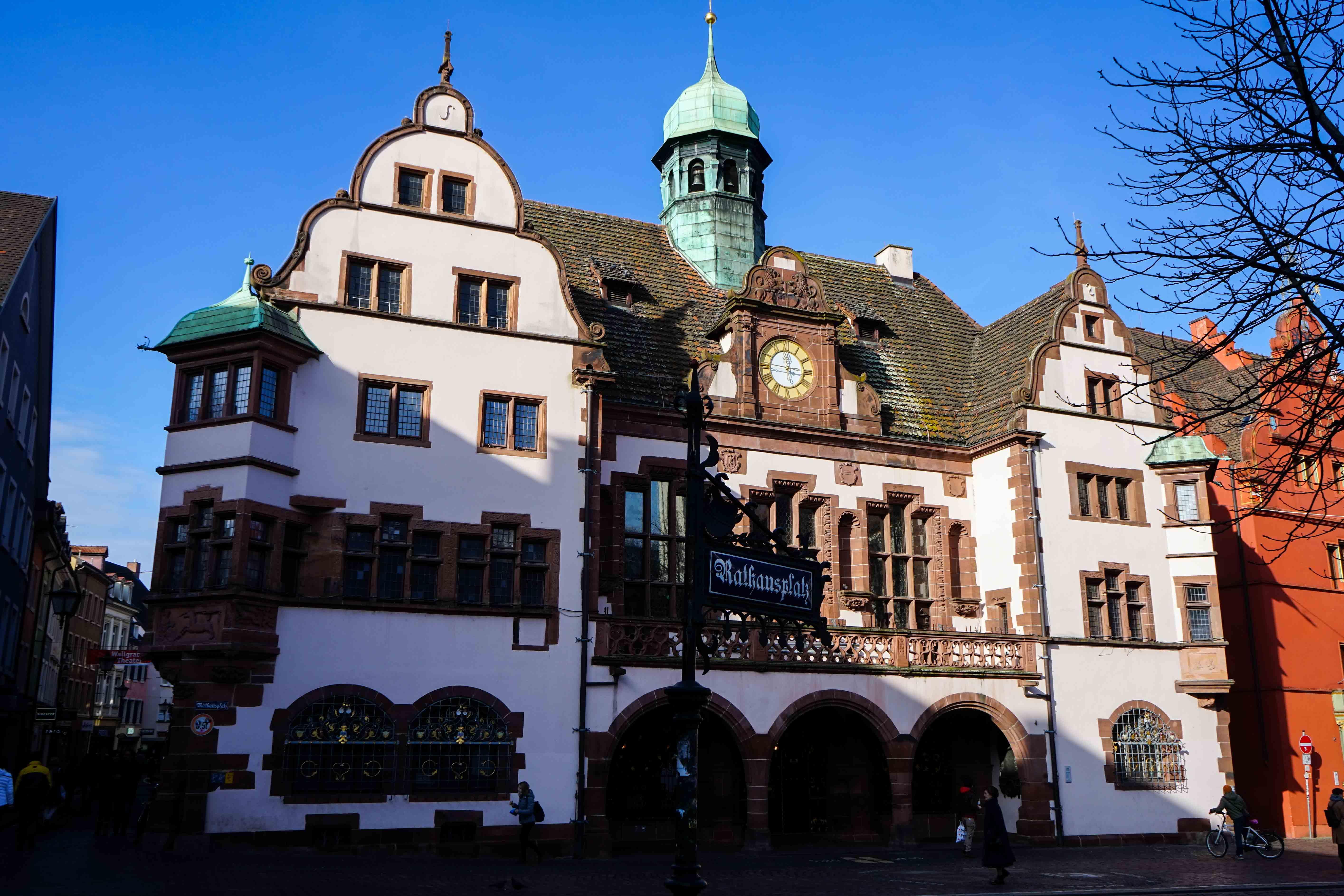 Freiburg Sehenswürdigkeiten Wochenendtrip Freiburg Altstadt neues Rathaus Reiseblog Freiburg Tipps