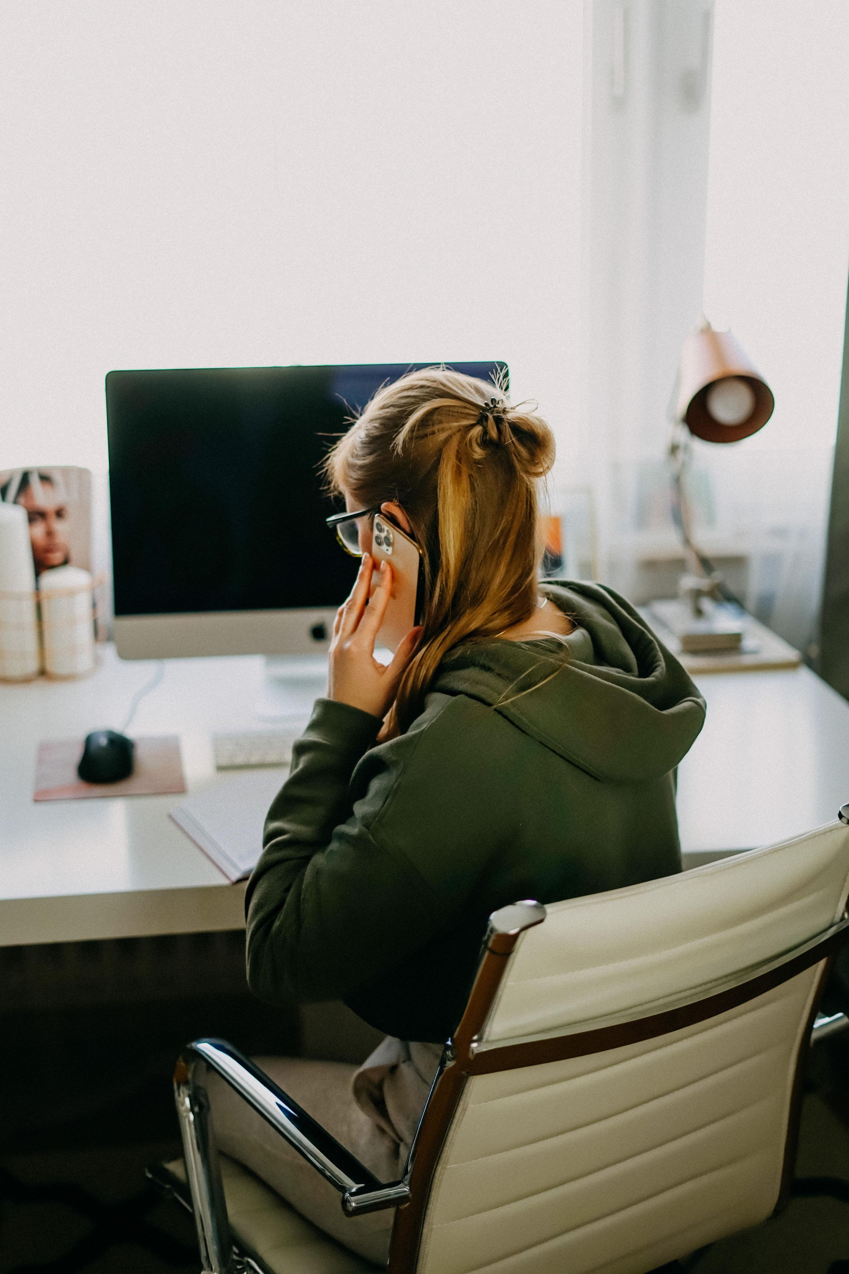 Karriere Tipps Erfolgreich Arbeiten im Home Office Businesswoman Karrierefrau Business Tipps Dos Donts Home Office Regeln 5