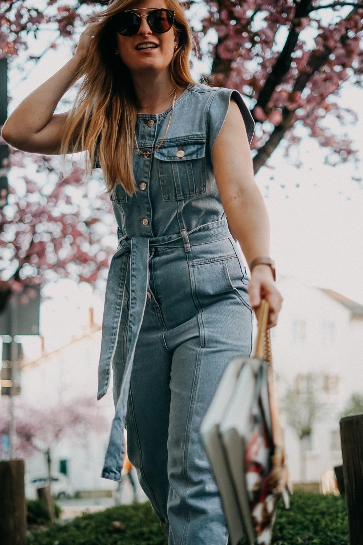 Jeans Jumpsuit Frühlingstrend 2020 Frühlingsoutfit Modeblog Bonn Designertasche Gucci Trend Report 2020 3
