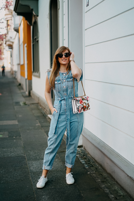 Jeans Jumpsuit Frühlingstrend 2020 Frühlingsoutfit Modeblog Bonn Designertasche Gucci Trend Report 2020 7