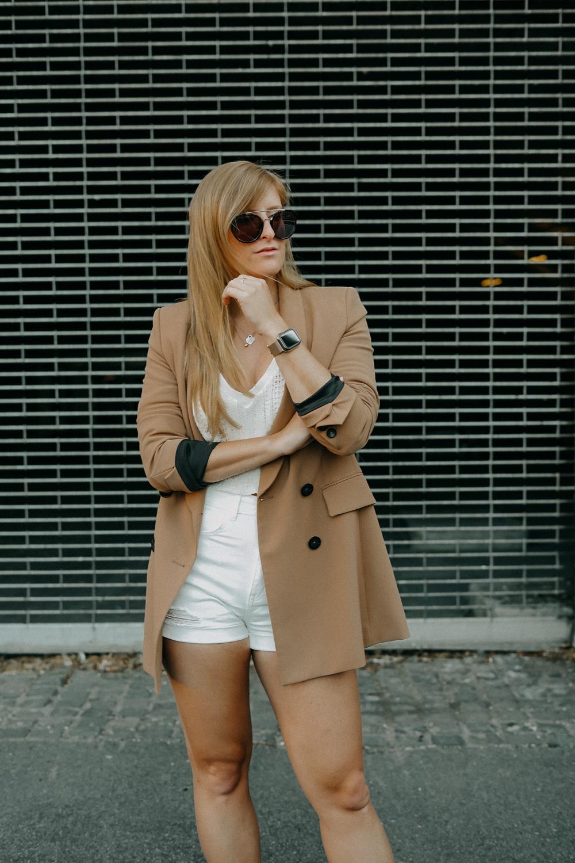 Sommeroutfit Monochrom Look All White Blazer kombinieren Sommer Modeblog Fashion Blog Köln 21