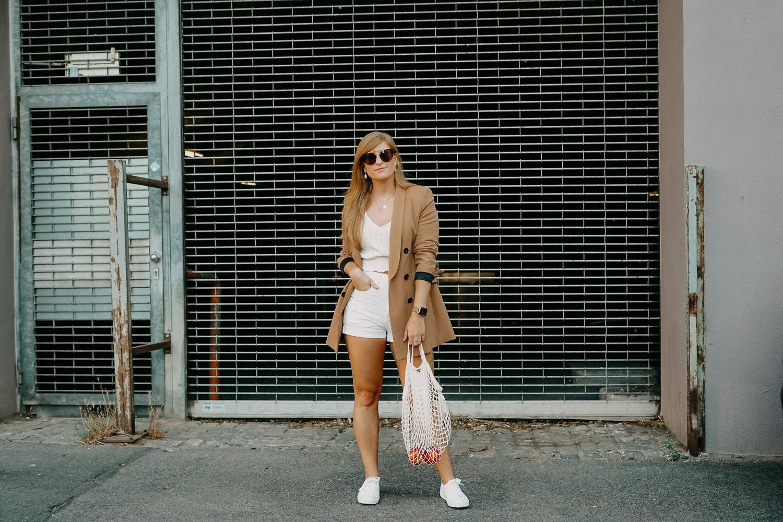 Sommeroutfit Monochrom Look All White Blazer kombinieren Sommer Modeblog Fashion Blog Köln 3