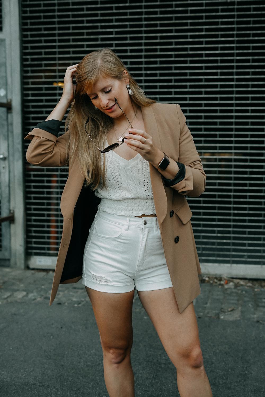 Sommeroutfit Monochrom Look All White Blazer kombinieren Sommer Modeblog Fashion Blog Köln 4