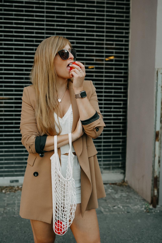 Sommeroutfit Monochrom Look All White Blazer kombinieren Sommer Modeblog Fashion Blog Köln 5