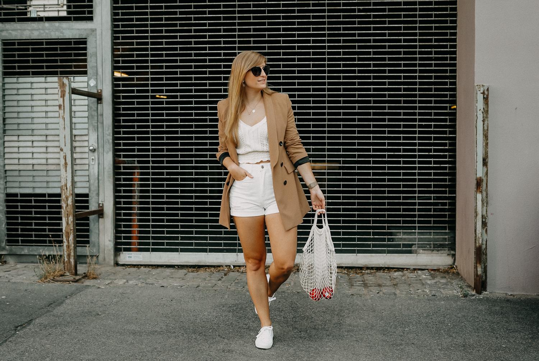 Sommeroutfit Monochrom Look All White Blazer kombinieren Sommer Modeblog Fashion Blog Köln 7