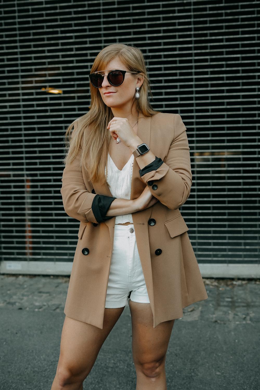 Sommeroutfit Monochrom Look All White Blazer kombinieren Sommer Modeblog Fashion Blog Köln 8