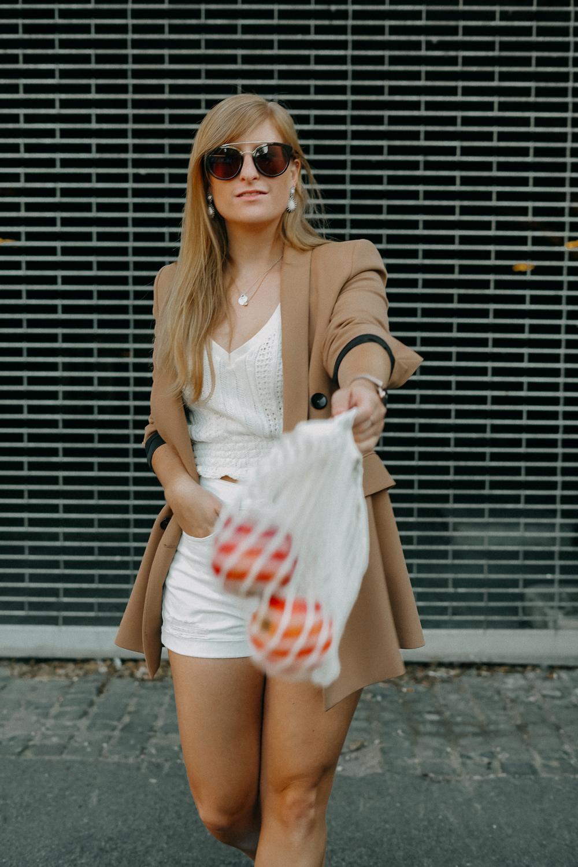 Sommeroutfit Monochrom Look All White Blazer kombinieren Sommer Modeblog Fashion Blog Köln 9