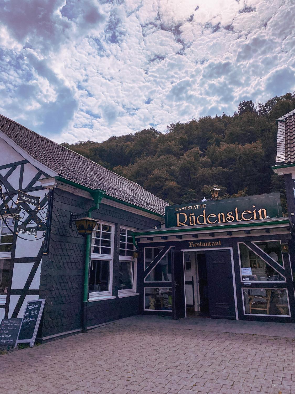 Haus Rüdenstein Wandern im Bergischen Land NRW Rundwanderweg Rüden Wanderroute Deutschland Wupper Reiseblog