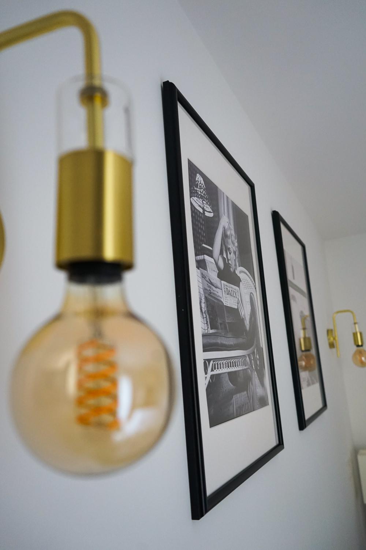 Schlafzimmer Ideen Inspiration Schlafzimmer gestalten skandinavisch Schwarz Weiß Bilder Posterlounge Marylin Monroe Wandlampe gold