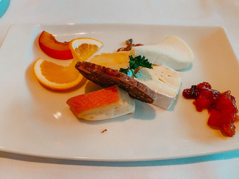 AROSA Flusskreuzfahrt Frankreich A-rosa Bella Restaurant Dinner Käseplatte 4 Gänge Menü Rhône Saône