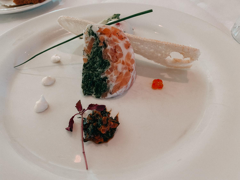 AROSA Flusskreuzfahrt Frankreich A-rosa Bella Restaurant Dinner Vorspeise Lachs 4 Gänge Menü Rhône Saône