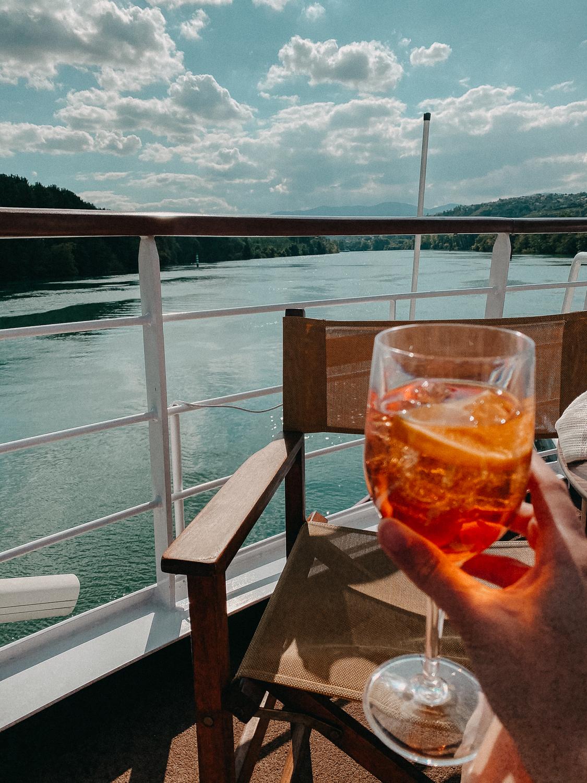 AROSA Flusskreuzfahrt Frankreich A-rosa Bella Schiff Deck Premium All Inklusive Paket Aperol Spritz Rhône Saône entdecken