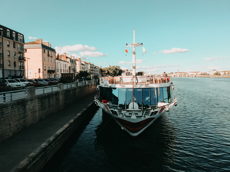 AROSA-Flusskreuzfahrt-Frankreich-A-rosa-Bella-Schiff-Drohne-Rhône-Saône-entdecken