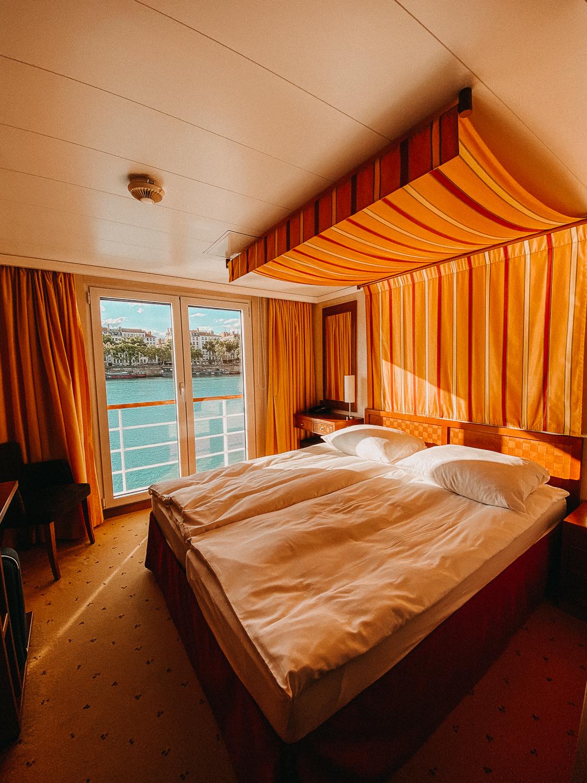 AROSA Flusskreuzfahrt Frankreich A-rosa Bella Zimmer Kabine Bett Rhône Saône 2