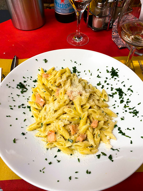Comer See Restaurant Tipps Tremezzo Red & White Restaurant italienisch Essen Reiseblog Lachspasta
