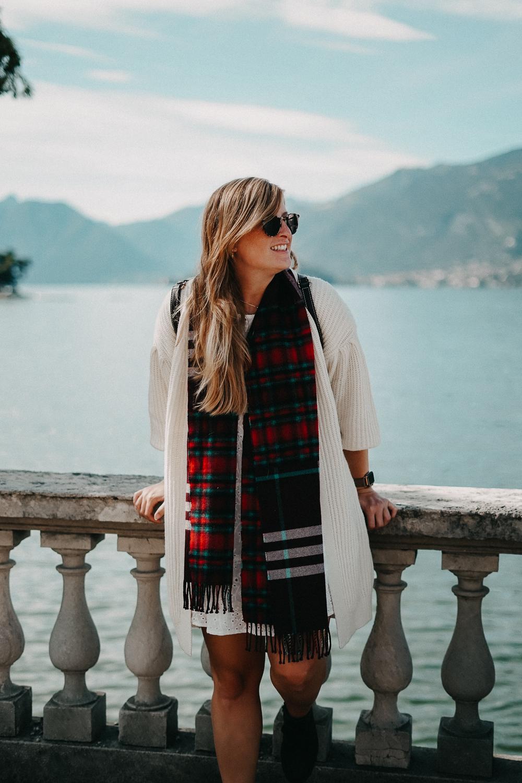 Herbstlook Cardigan Burberry Schal Karo Pomsky Modeblog Bellagio Herbst Outfit 3
