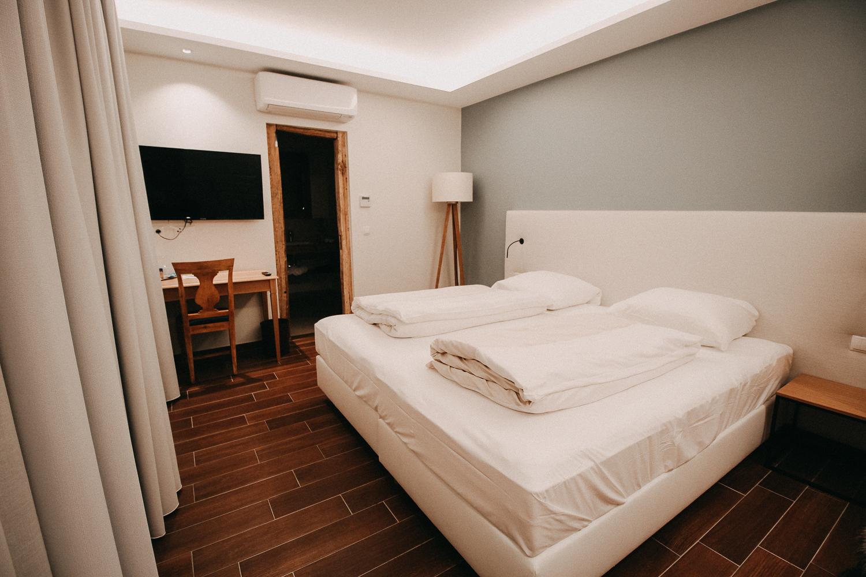 Reisen mit Hund Wochenendtrip Deutschland mit Hund Landidyll Hotel Doppelzimmer Premium Schlafzimmer Reiseblog 2