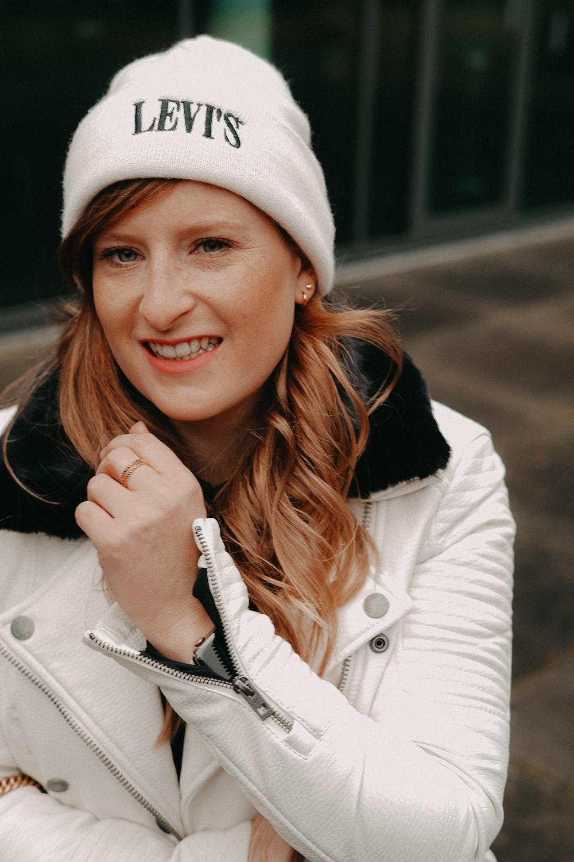 How to style Jogger Streetwear Levis Mütze Beanie Streetstyle kombinieren Modeblog Bonn Outfit 2