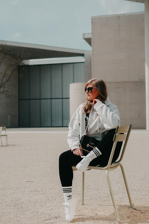 Leggins kombinieren Style Guide Oversized Sweater Prada Cahier Tasche Streetstyle Modeblog Bonn 1