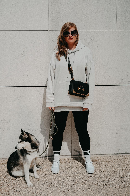 Leggins kombinieren Style Guide Oversized Sweater Prada Cahier Tasche Streetstyle Modeblog Bonn 4