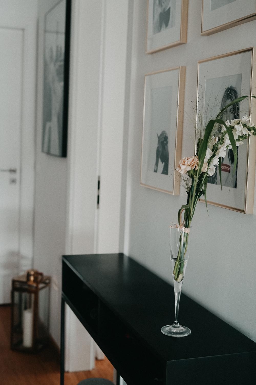 Posterlounge Schwarz Weiß Fotografie Acrylglas Bilder Flur Interior Scandinavian Design Einrichtung Ideen Sideboard Westwing