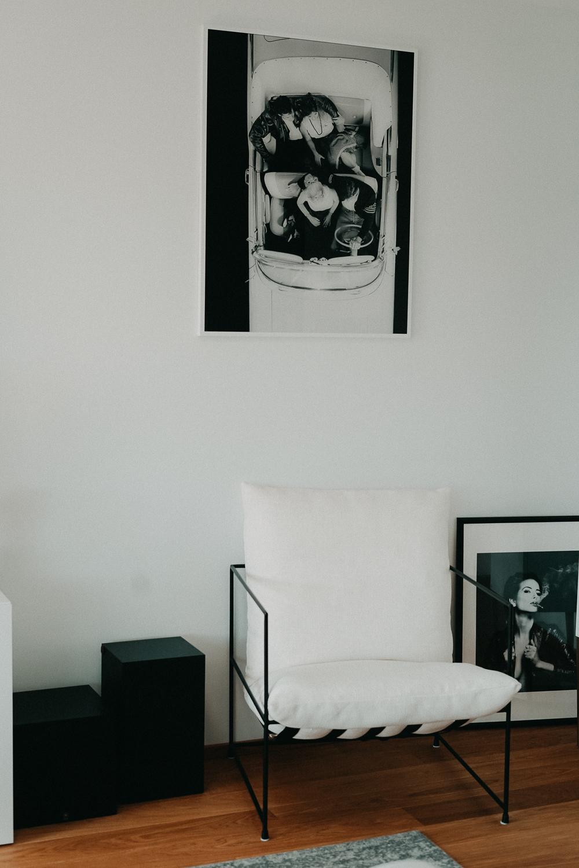 Posterlounge Schwarz Weiß Fotografie Acrylglas Bilder Wohnzimmer Interior Scandinavian Design Westwing Sessel 2