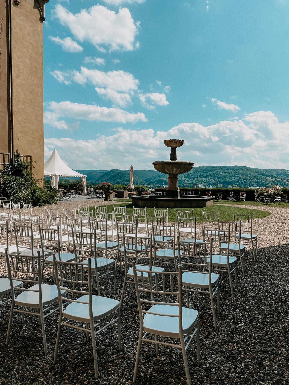 Hochzeitslocation NRW Schloss Arenfels Hochzeit Bonn Tisch Deko Hochzeit 6