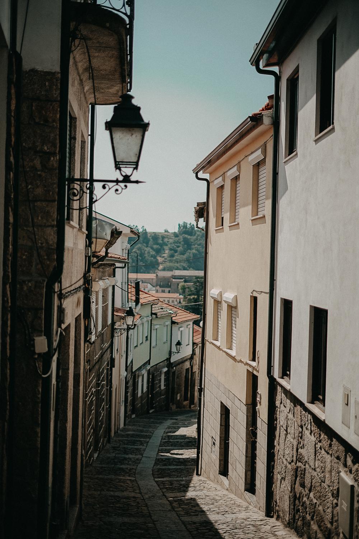 A-ROSA ALVA Flusskreuzfahrt Douro Portugal Flusskreuzfahrt Lamego Tipps Burg Gasse Reiseblog