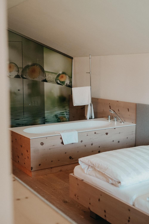 Thierseerhof Wellnesshotel Kufsteinerland Familienzimmer Reiseblog Schlafzimmer Badewanne