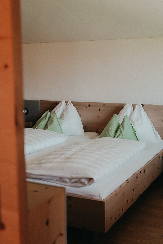 Thierseerhof Wellnesshotel Kufsteinerland Familienzimmer Reiseblog Schlafzimmer Bett